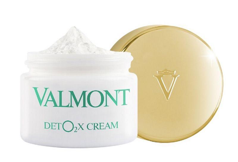 瑞士頂級保養品牌VALMONT2016年度重點新品「肌密防禦氣墊霜」45ml / NT$7,300