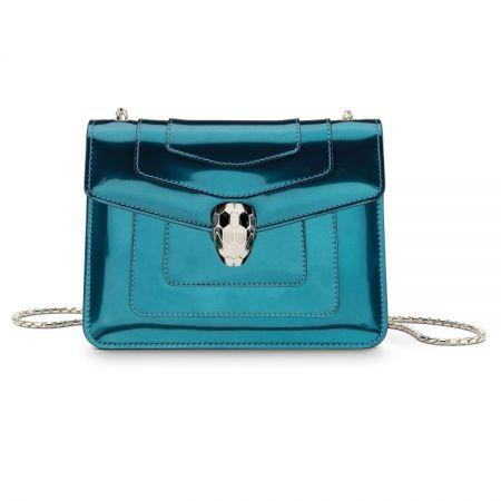 BVLGARI SERPENTI FOREVER藍綠拓帕石金屬光澤小牛皮肩背包,售價 72,800元