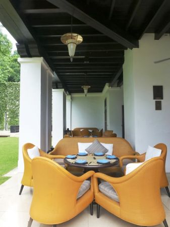 位於泳池池畔的午茶時光,吹撫著屬於泰國皇室避暑勝地的優閒涼爽午風,碧草如茵的英式午茶悠閒在這裡風格獨具