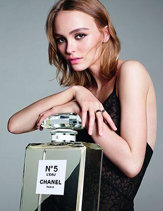 Chanel N°5 L'EAU清新晨露淡香水代言人 Lily Rose Depp。