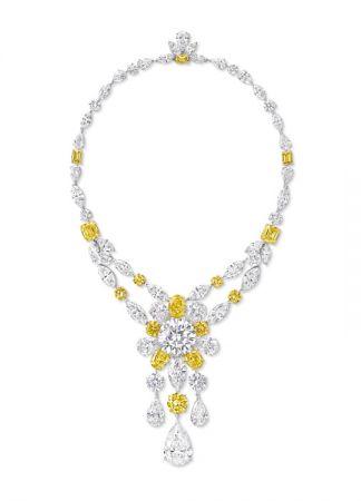 格拉夫多形切割黃鑽和白鑽項鍊,鑲嵌一顆30.88克拉圓形白鑽和一顆19.23克拉梨形白鑽吊墜,鑽石共重186.05克拉