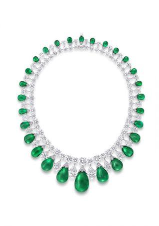格拉夫凸圓形祖母綠和鑽石項鍊,鑽石共重100.88克拉,祖母綠共重199.82克拉