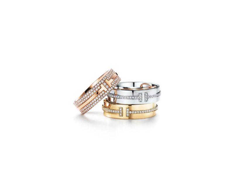 (由上至下) Tiffany T Two 18K玫瑰金鋪鑲鑽石戒指 NT$ 264,000,Tiffany T Two 18K白金鑲鑽戒指 NT$ 113,000,Tiffany T Two 18K金鑲鑽戒指 NT$ 113,000