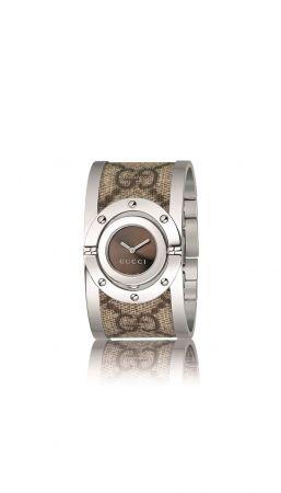 Twirl 系列手鐲腕錶,咖啡色錶面搭配GG壓紋,Gucci。