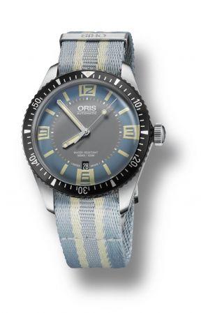 Divers Sixty-Five 腕錶,精鋼材質錶殼,尼龍帆布錶帶,Oris。