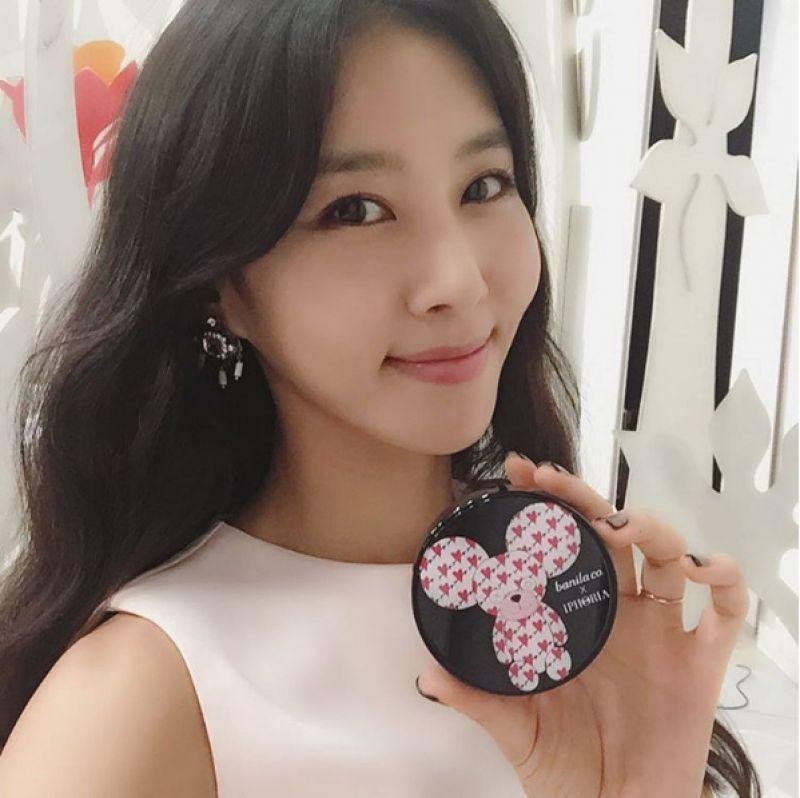 韓國美妝節目《Get it beauty》主持人金正敏(김정민)也愛上banila co.X IPHORIA氣墊粉餅。