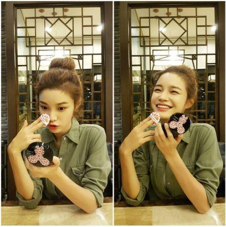韓國潮模韓音德(한으뜸)在IG放上與banila co.X IPHORIA氣墊粉餅的合照。