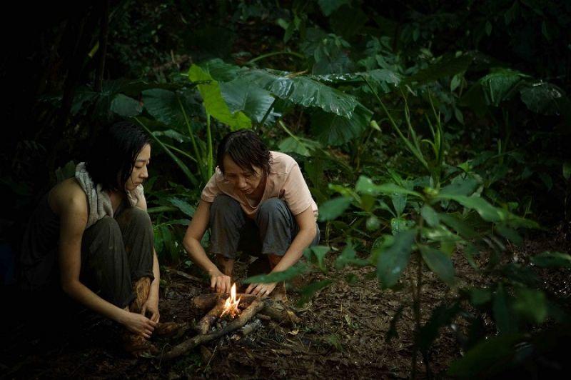 母子間的關係,親密時很像情人,而《德布西森林》裡她與桂綸鎂的母女情則有種堅強的陪伴關係。