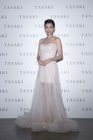 賈靜雯以一襲優雅禮服搭配總價逾四千五百萬的TASAKI spirea系列高級珠寶,受邀擔任活動嘉賓