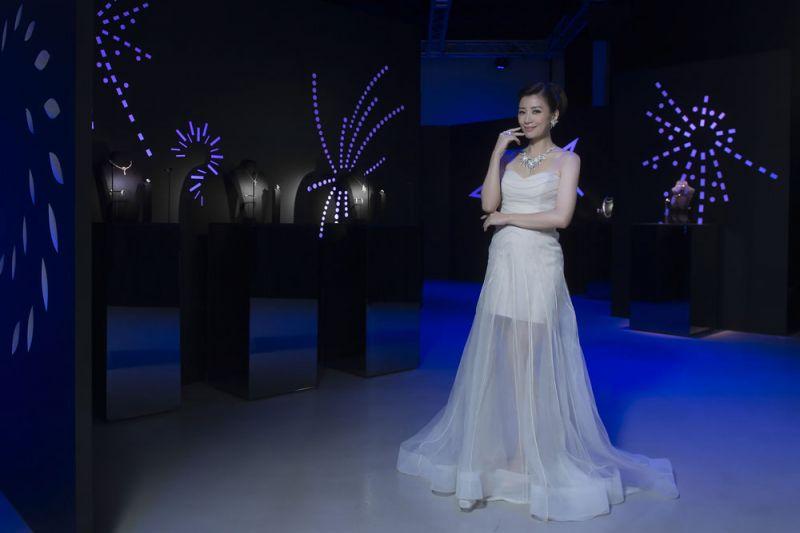 賈靜雯非常喜歡TASAKI珍珠與鑽石的獨特設計搭配,珍珠展現女人的包容與優雅;而鑽石則展現出女人堅毅的一面。