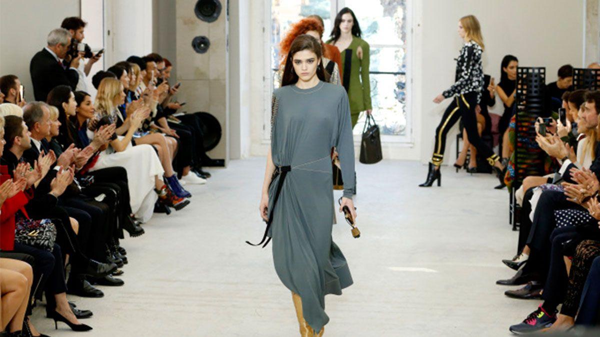 【巴黎時裝週】明年絕對要擁有的可愛單品!Louis Vuitton春夏把行李箱變手機殼