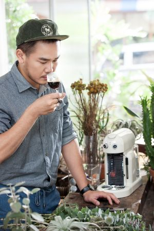 「咖啡是一個讓我休息放鬆的飲品,簡單優雅的咖啡香則讓我學習沉澱。」李霽 精準的美學者
