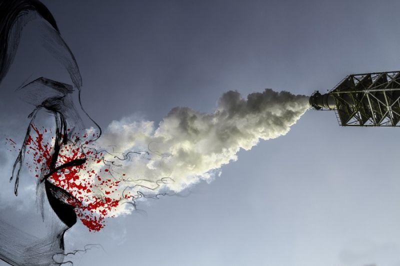 林泰州的〈好美麗的煙囪啊!〉在扭曲鬼魅的視覺實驗中,反思環境汙染問題。
