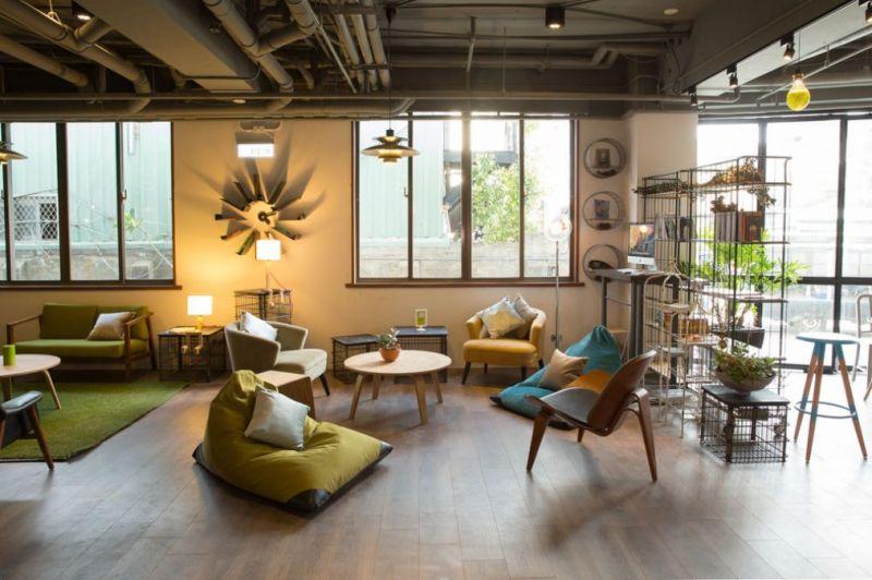 承億輕旅 (Light Hostel.tn)旗下的子品牌「Light Hostel承億輕旅」,讓許多外來背包客或國內旅客在經濟考量下仍有優質的住宿環境。陸續在嘉義、花蓮、高雄設館大受好評,而台南館同樣受到住客大量正面評語,讓喜愛分享生活熱情的旅客想要繼續回住。房間乾淨,舒適大廳,適合三五好友聊天,輕旅有心意的提供免費簡單飲料跟杯盤,早上輕早餐也受到網友盛讚,和朋友出遊更列為優先入住名單。http://www.lighthostel.com/