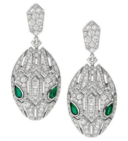 BVLGARI Serpenti Eyes on Me系列頂級祖母綠鑽石耳環頂級白K金耳環,鑲嵌4顆梨形切割祖母綠 (總重約0.56克拉) 、花式梯形切割鑽石與密鑲鑽石 (總重約2.98克拉) 。參考售價約NT$2,000,000