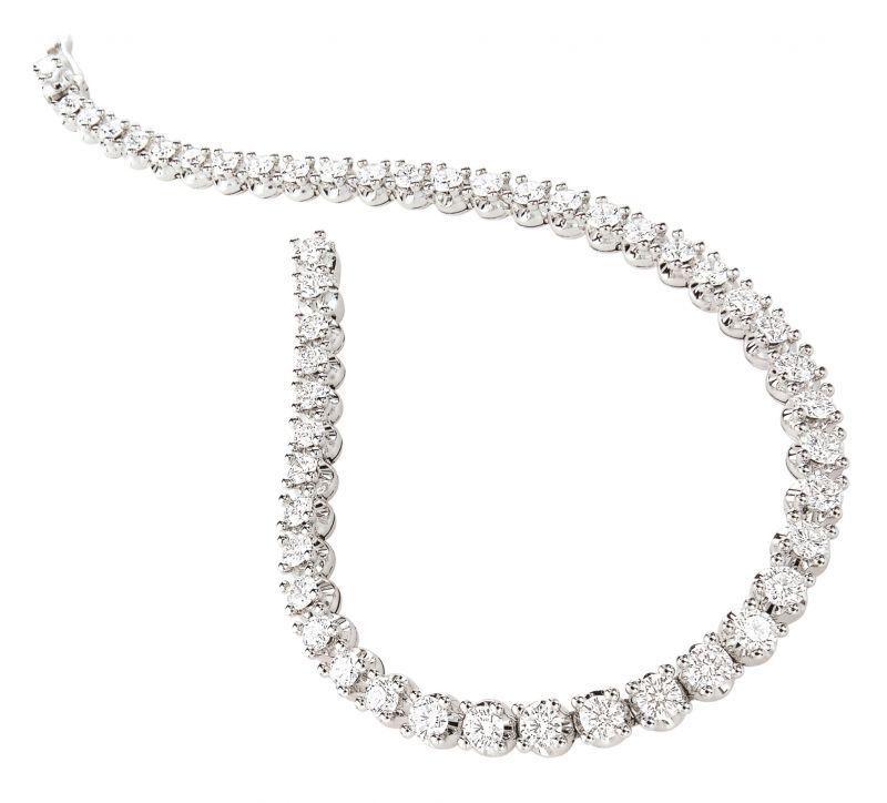 BVLGARI Corona系列鑽石手鍊白K金材質,皇冠式台座鑲嵌41顆圓形明亮切割鑽石(總重約4.49克拉)參考售價;約新台幣911,000元