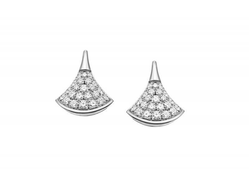 BVLGARI DIVAS' DREAM鑽石耳環白K金扇形耳環,鑲飾48顆密鑲鑽石(總重約0.92克拉)參考售價;約NT$134,000元