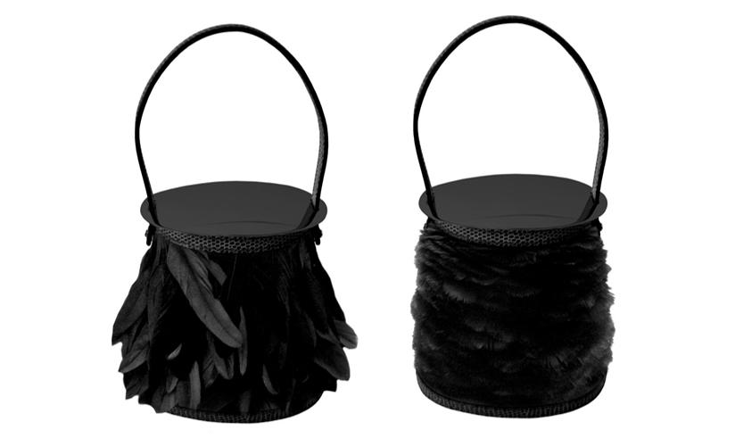 Stromboli系列羽毛工藝珍稀包款公雞羽毛款式(左圖) NT$ 552,200 / 捲羽毛款式(右圖) NT$ 598,200將精緻的公雞羽毛與輕盈的捲羽毛兩種不同質感的材質運用在包款設計上,並在包口邊緣與底部以黑色平滑蜥蜴皮革縫製,打造出簡約優雅的華麗包款。