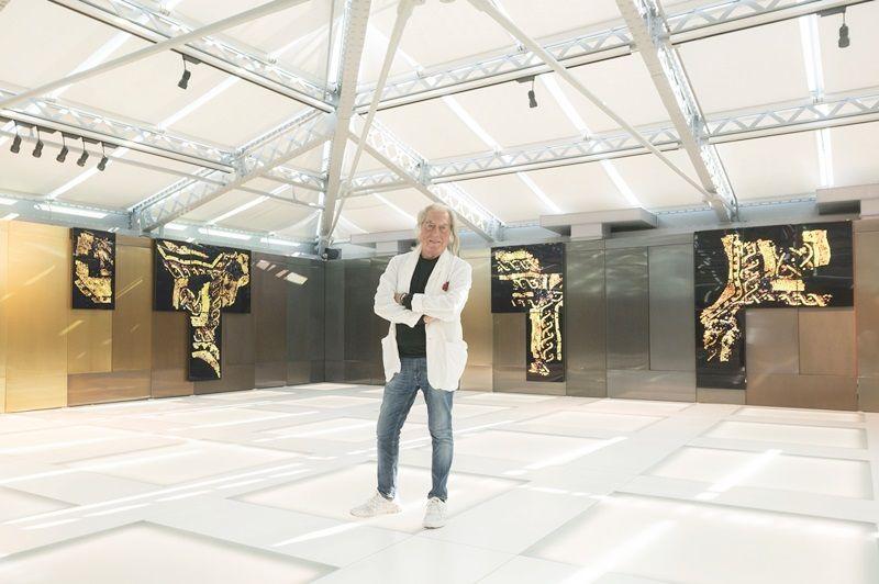 藝術家Fabrizio Plessi與其於T廣場的作品Under Water展期至2017年1月