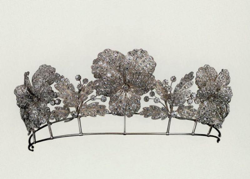 1850年代 Chaumet 所打造的三色堇冠冕,是世界上最早的轉換式珠寶作品