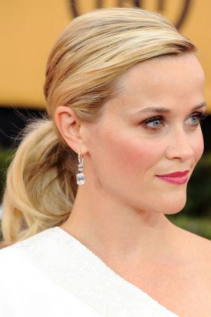 迷人的捲髮馬尾芮絲薇絲朋Reese's low