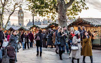 英國倫敦凱萊奇酒店Claridge's,將以英式傳統聖誕節裝飾外觀,迎接一同慶祝年末佳節的旅客。除了有豐富的聖誕早餐、飯店還會介紹旅客及時跳蚤市集旅遊地點、同時準備了私房溜冰景點戶外室內點兼具,藝廊畫展等,讓聖誕假期豐富異常。