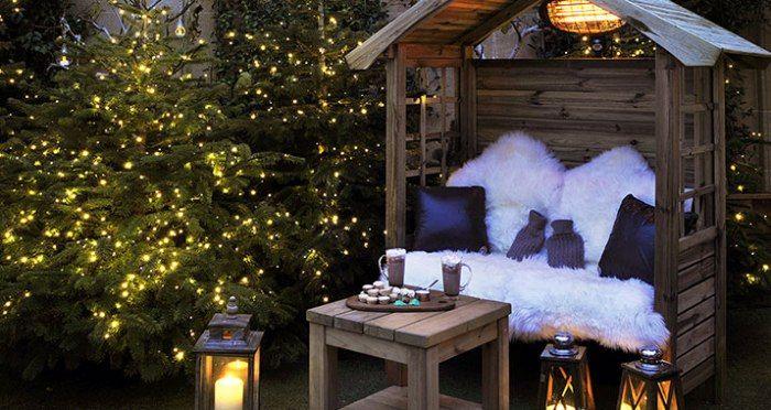 柏凱麗酒店The Berkeley:為了打造完美奢華的聖誕氛圍,酒店屋頂將布置成聖誕露天影院,每間客房都將準備聖誕禮物,並且提供優雅簡約的科林房(Collins Room)內品嚐節慶午茶。飯店因為地理位置超優,可以就近在倫敦騎士橋(Knightsbridge)中心地帶迎接聖誕的到來。飯店準備的節日套餐還包括抵達酒店當天奉上的手工調製的熱飲酒(mulled-wine),以及客房內的一瓶香檳和節日小吃。賓客還可以前往臨近的維多利亞式教區的聖保羅大教堂參加子夜彌撒,以及體驗私人專享的馬車之旅,在貝爾格萊維亞區(Belgravia)的街道感受聖誕氣氛,體驗過程中會提供熱可可和棉花糖。聖誕節當日,賓客可在Koffmann's餐廳享用美味午膳或晚餐。