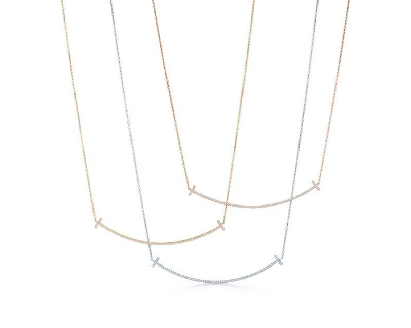 Tiffany T Smile鑲鑽項鍊(上至下) 18K玫瑰金鑲鑽項鍊 NT$134,000 18K金鑲鑽項鍊 NT$134,000 18K白金鑲鑽項鍊 NT$134,000