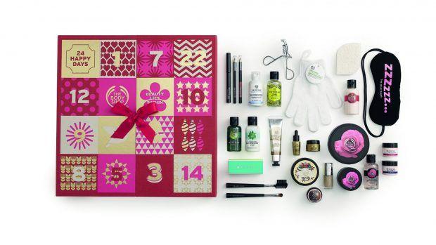 The Body Shop也太豐富可愛了啦!The Body Shop推出的倒數月曆禮盒,內容物包括了女生最愛的眼罩、眉毛夾、護膚洗澡用的手套等美容小工具、還有粉底霜、眼線/眉筆等彩妝系列、當然還有他們家的人氣沐浴系列、乳液等等真的是應有盡有!售價為英鎊£80。