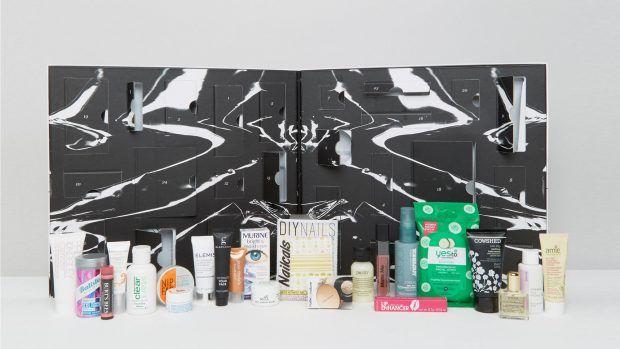 Asos英國平價時尚網購Asos也推出了美妝倒數月曆!禮盒的包裝是時髦的大理石紋路,簡潔清爽,總共有24件驚喜小禮物,包括了髮品、彩妝、還有保養系列,售價為英鎊£50。