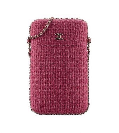 紫紅斜紋軟呢手機鍊帶包,售價63,100元。