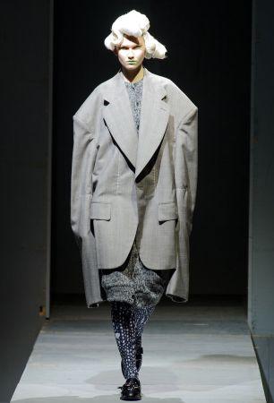 """據說川久保玲的打版方式,有時候會令打版師困惑不已東缺一塊、西少一片,隨意填補的布料,看上去如此不合理,徹底顛覆了傳統打版技巧。""""""""For more than forty years that I've been making clothes, I have never thought about fashion."""" (作服裝超過40年的光陰,我卻從來不是為了時尚而作。)"""