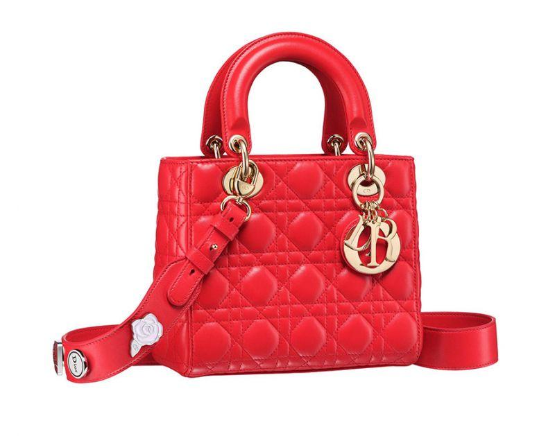 My Lady Dior正紅色藤格紋與幸運徽章揹帶提包NT$125,000.