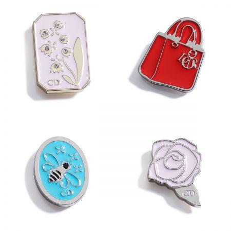 Dior 經典符碼徽章參考價格 NTD 1,300 /個
