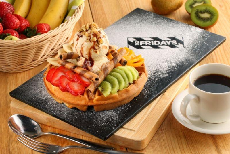 百老匯水果冰淇淋鬆餅 Fruit Waffles 售價NT$290