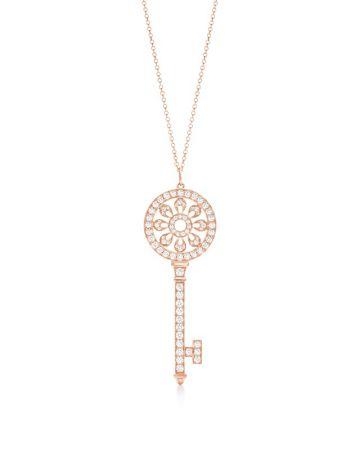 Tiffany Keys 18K玫瑰金鑲鑽花瓣形鑰匙鍊墜 NT$317,000 (鍊墜價格,不含項鍊)