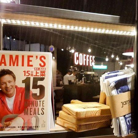 餐廳現場也將販售Jamie Oliver的中譯本食譜書