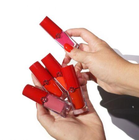乍看Giorgio Armani Lip Magnet 還以為是指甲油。(IG@beautylookbook)
