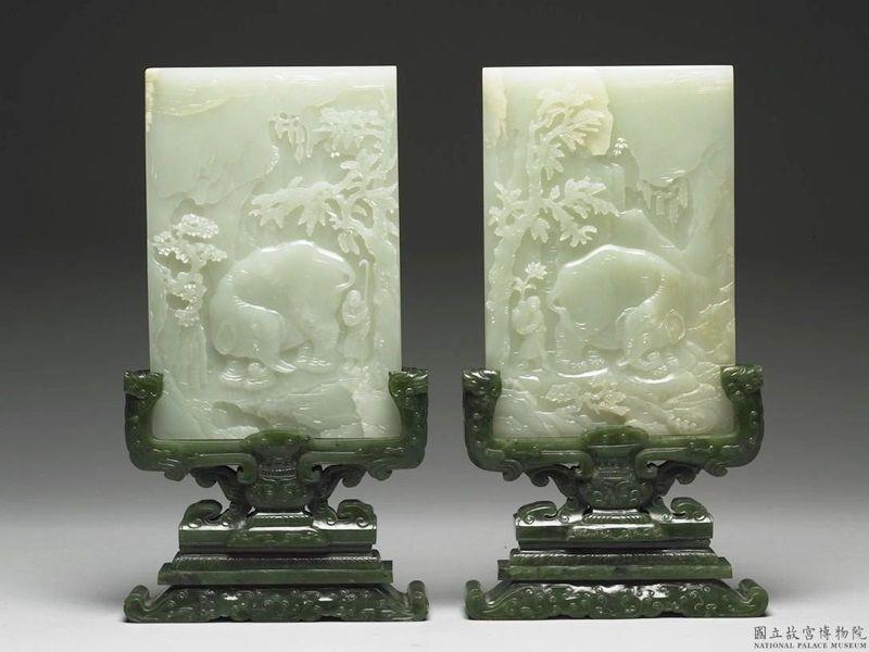 臺北國立故宮博物院─玉器桌上屏風擺飾,雕刻大象、人物、梅子樹圖案
