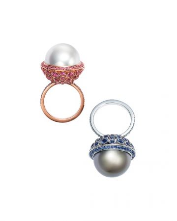 Tiffany 2016 Masterpieces有色寶石珍珠鑽戒 (左) 18K玫瑰金鑲嵌南洋白珍珠與粉紅剛玉鑽戒 (右) 鉑金鑲嵌大溪地珍珠與藍寶石鑽戒