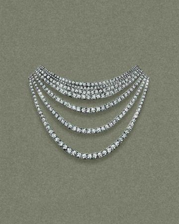 Tiffany 2016 Masterpieces 鉑金鑲嵌圓形明亮式切割鑽石緞帶造型項鍊