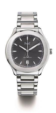 Piaget Polo S腕錶42 毫米精鋼材質搭載伯爵製1110P自動上鍊機械機芯秒針及日期顯示,防水100米精鋼鏈帶折疊式錶釦G0A41003台幣參考售價 352,000元