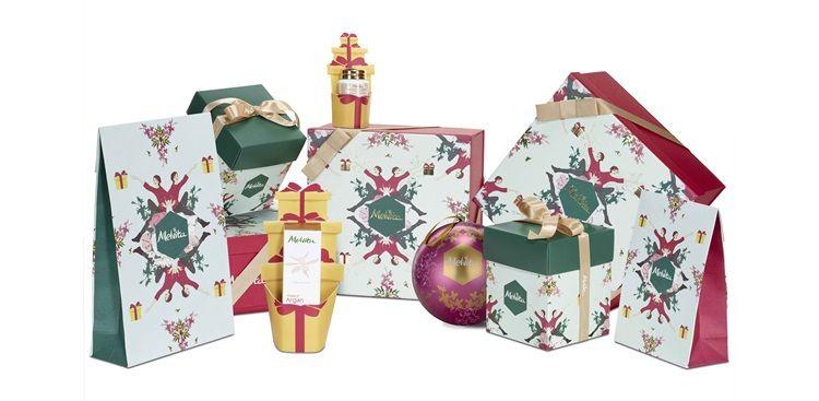 Melvita 繽紛聖誕免費享包裝服務凡於11/24-12/31活動期間,不限消費金額,皆可享法國知名插畫家設計限量版聖誕禮袋與提袋包裝服務。還有針對保養小物-修護膏設計可愛的禮物造型包裝,收藏小物更貼心外,當作千元以下的交換禮物大方又討喜!
