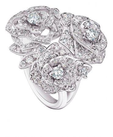 Piaget Rose 指環18K白金鑲嵌182顆圓形美鑽(約1.00克拉)G34UT953台幣參考售價530,000元