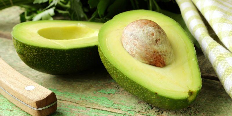 酪梨酪梨熟成時誘人的滋味真是令人難忘,它是近年最紅的水果之一,因為需求大增,就連墨西哥黑幫也開始打酪梨生意的算盤。酪梨的外觀、用途和口感甚至營養價值都數獨一無二,但究竟算不算得上是「超級食物」呢?一起看看分析。
