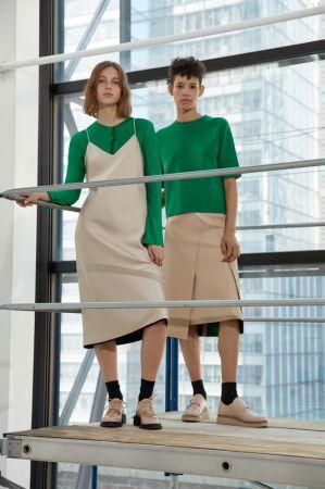 DKNY_LOOK 8_鮮綠色短袖針織上衣_$18,290_P4600229SA