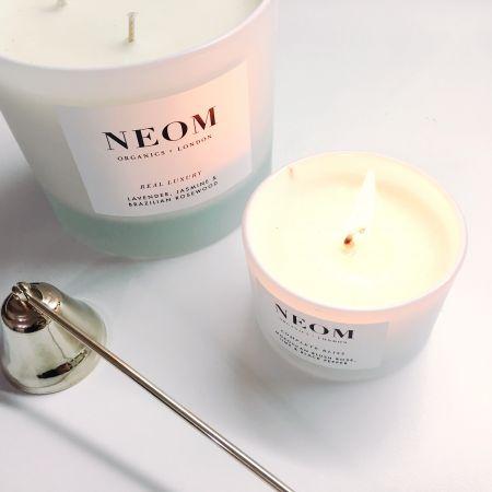 NEOM的香氛蠟燭設計以極簡純白為主,不過於花俏卻能百看不膩。香氣同樣是一時之選,不會過於複雜或侵略性,都是很好親近的味道。其中我最喜歡的就是Complete Bliss,香氣包含摩洛哥玫瑰、萊姆與黑胡椒,乍看有點難以想像的組合,點起來不會有過濃的花香,淡淡的甜美中又有溫暖感,很適合微涼天氣。推薦者:Marie Claire美容編輯 巧巧