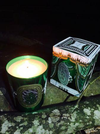 一直很喜歡Diptyque冷杉蠟燭的氣味,有一種清晨在森林漫步的清新感,味道相當迷人,今日推薦的是最新的聖誕限量香氛,混雜著松香、雪松與廣藿香,就算夜晚點上也很暖心。推薦者:Marie Claire 數位美容主編fish