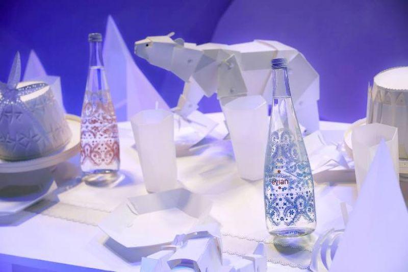 巴黎拉法葉百貨(Galeries Lafayette Paris ) 北極熊與evian X Chritian Lacroix 限量瓶主題櫥窗布置