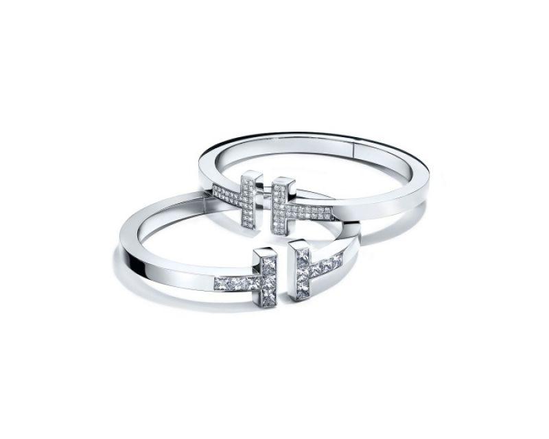 Tiffany T Square手鐲 (上) 18K白金鋪鑲鑽石手鐲 NT$382,000  (下) 18K白金公主式切割鑽石手鐲 價格店洽